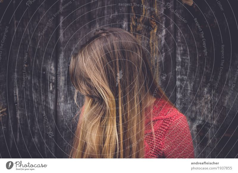 Hide & Seek Feminine Young woman Youth (Young adults) Life 1 Human being 18 - 30 years Adults Sweater Brunette Blonde Long-haired Part Bangs Dream Sadness