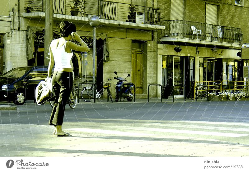 Woman Human being City To talk Wait Telephone Italy Cellphone Telecommunications To call someone (telephone)