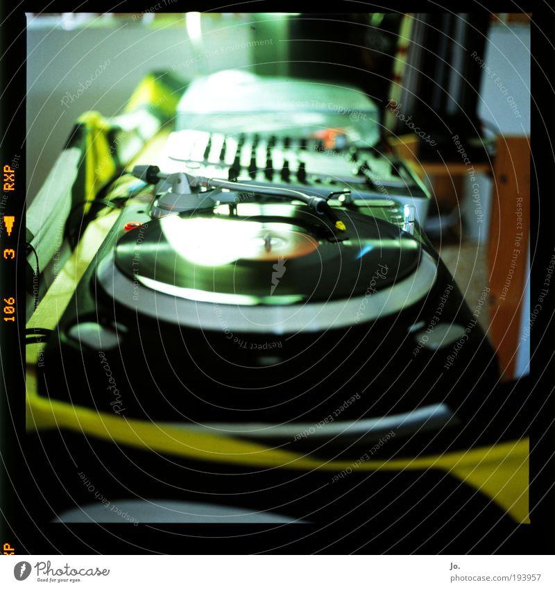 Dark Film industry Disc jockey Slide Experimental Entertainment electronics Reflection Media Blur Silhouette Record player