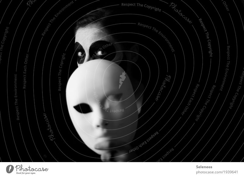 identity problem Carnival Hallowe'en Human being Feminine Head Face Eyes 1 Mask Observe Creepy Shame Inhibition Nerviness Perturbed Timidity Cowardice Identity