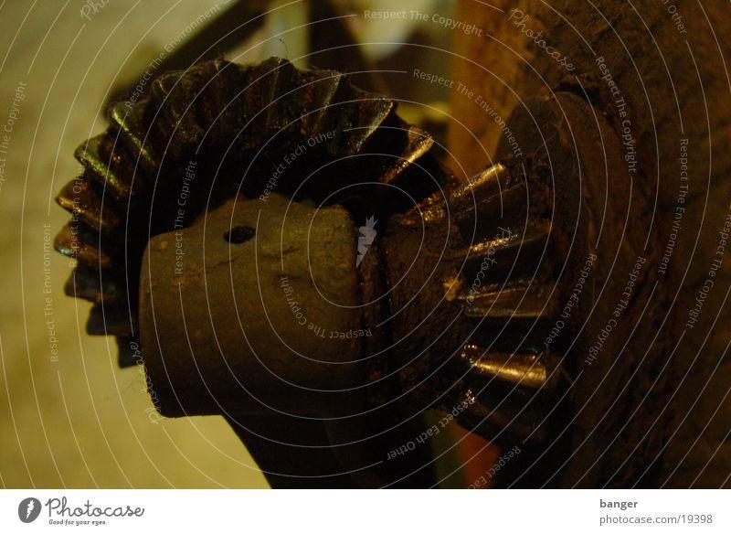 broken on the wheel Machinery Interpretation Industry Gearwheel Oil Fat Wheel translation