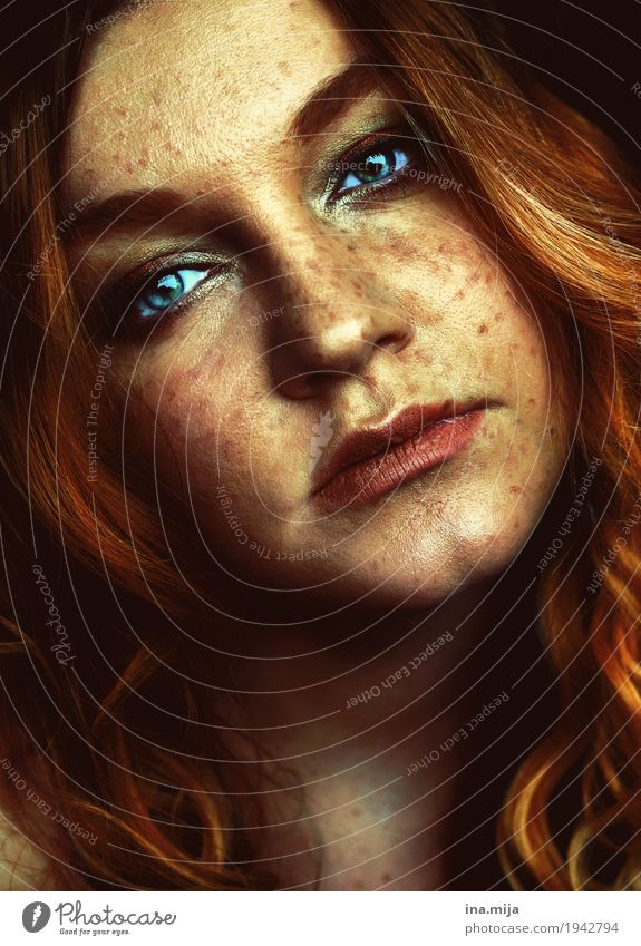 Woman with freckles Human being Feminine Young woman Youth (Young adults) Adults Partner Life Face 1 18 - 30 years 30 - 45 years Hair and hairstyles Red-haired
