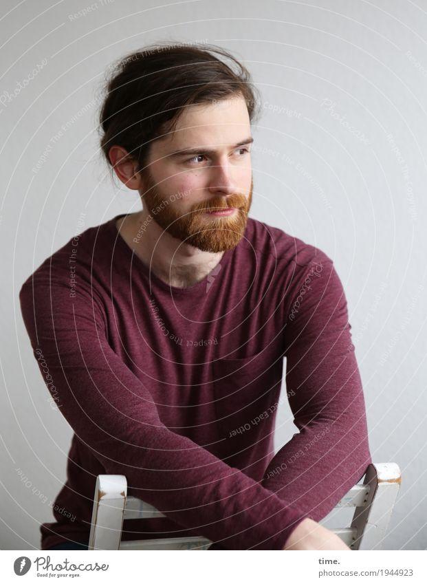 . Chair Room Masculine Man Adults 1 Human being T-shirt Brunette Beard Observe Think Looking Sit Wait Self-confident Willpower Watchfulness Patient Calm