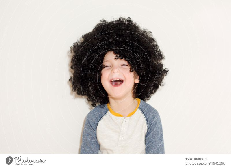 Laughter is healthy Leisure and hobbies Playing Carnival Masculine Child Boy (child) Infancy Hair and hairstyles 1 Human being 3 - 8 years Black-haired Curl Wig