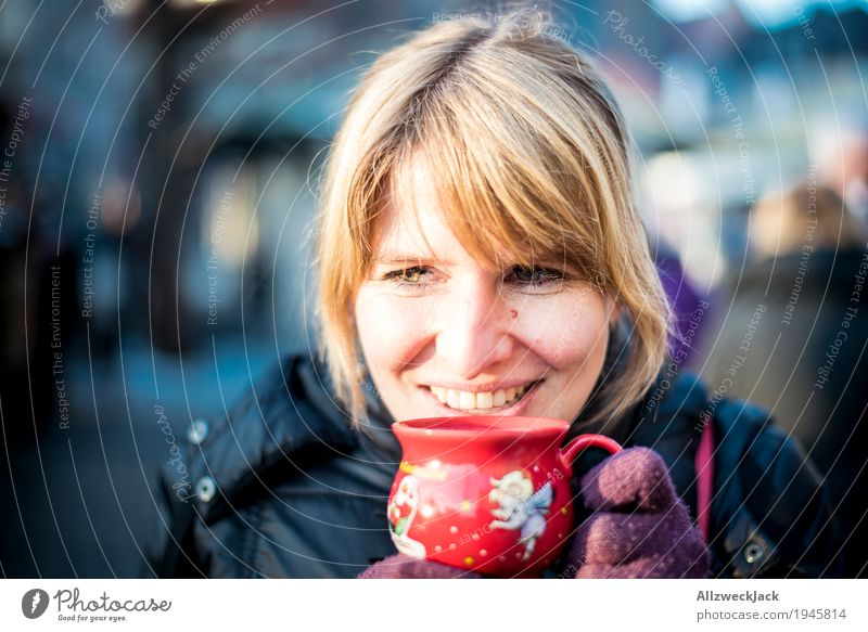 Mulled wine break I Beverage Hot drink Tea Cup Winter Feminine Young woman Youth (Young adults) Woman Adults Life 1 Human being 18 - 30 years 30 - 45 years