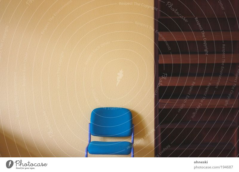 Blue Wait Empty Interior design Living or residing Chair Furniture Moving (to change residence) Redecorate Arrange Shelves Copy Space left Bookshelf