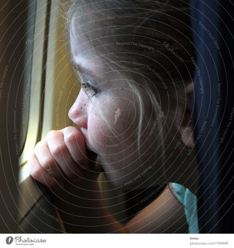 Big wide world Hair and hairstyles Face Aviation Girl Hand Fingers Window Airplane In the plane Glass Tall Curiosity Safety Interest Fear Hold Glazing Warmth