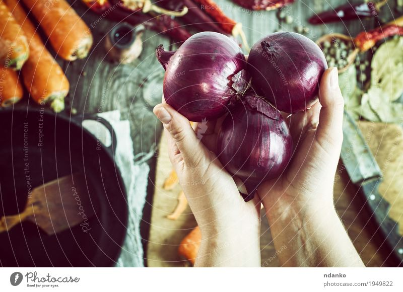 female hands holding three red onions Vegetable Herbs and spices Nutrition Vegetarian diet Pan Knives Spoon Table Feminine Hand Fingers 1 Human being