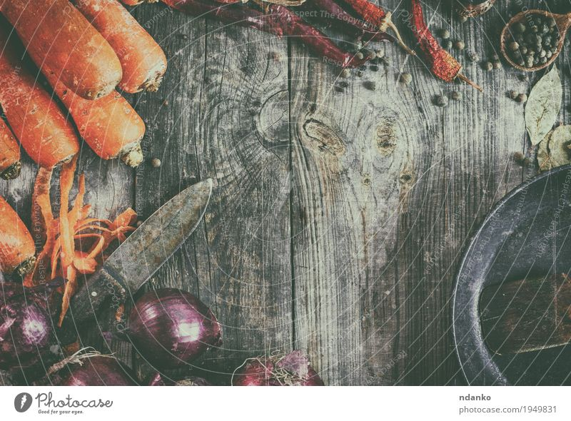 Fresh carrots and red onion with a frying pan Food Vegetable Herbs and spices Vegetarian diet Pan Spoon Table Kitchen Wood Old Brown Gray Orange Red Carrot