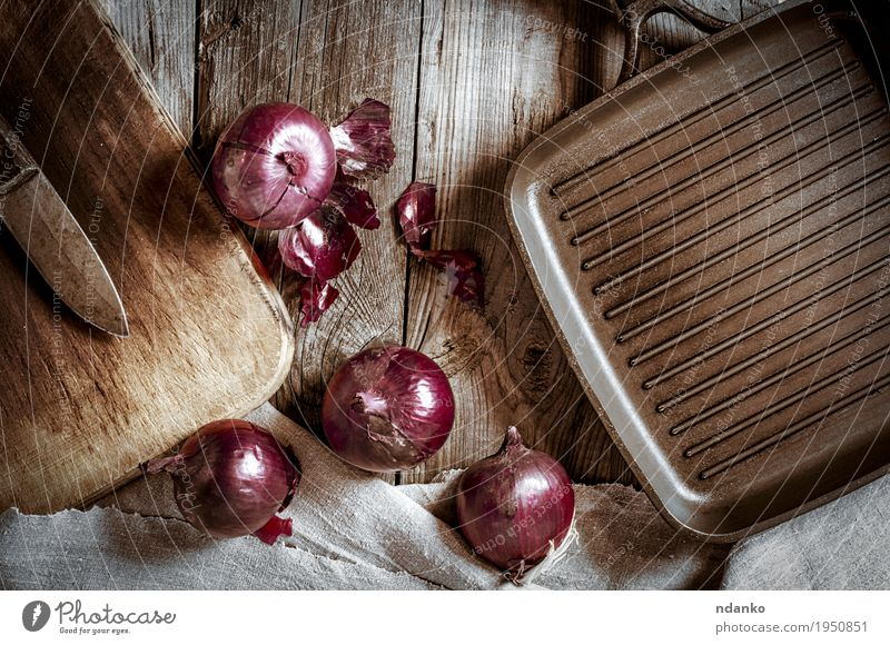 Black pan for the grill and red onion on a wooden surface Old Red Dark Black Dish Wood Gray Brown Metal Fresh Kitchen Vegetable Cloth Knives Top Vegetarian diet