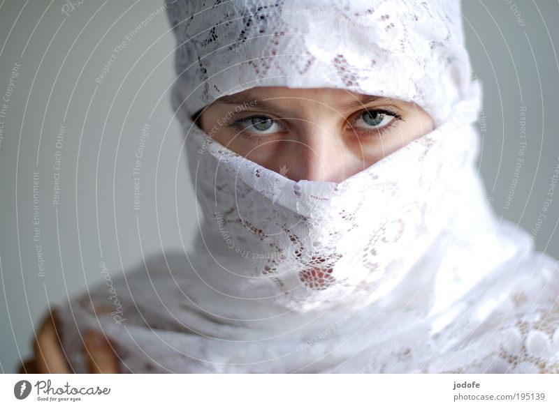 eye contact Feminine Young woman Youth (Young adults) Woman Adults Head Face Eyes 1 Human being 18 - 30 years Headscarf Beautiful White Virtuous Self-confident