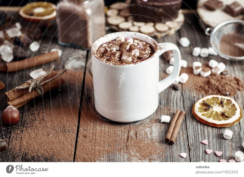 Cup with beve and marshmallow sprinkled with cocoa powder Fruit Dessert Herbs and spices Beverage Hot drink Hot Chocolate Mug Table Wood Glass Old Fresh