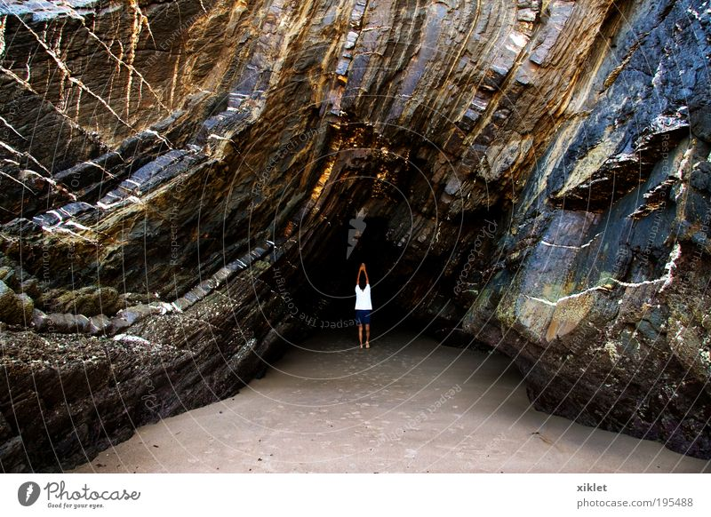 Spaziergang am Strand Masculine 1 Human being Nature Earth Water Rock Beach Touch Movement Paying Walking Playing Growth Elegant Fresh Solidarity Serene Calm
