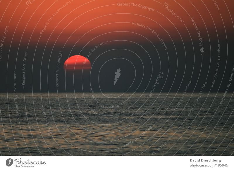 Sky Water Vacation & Travel Summer Red Sun Ocean Relaxation Landscape Far-off places Freedom Gray Air Horizon Background picture Beautiful weather
