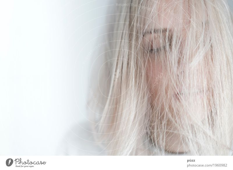 WHITE HAIR Human being Feminine Girl Young woman Youth (Young adults) Head Hair and hairstyles Face Eyes Mouth 1 18 - 30 years Adults Blonde White-haired