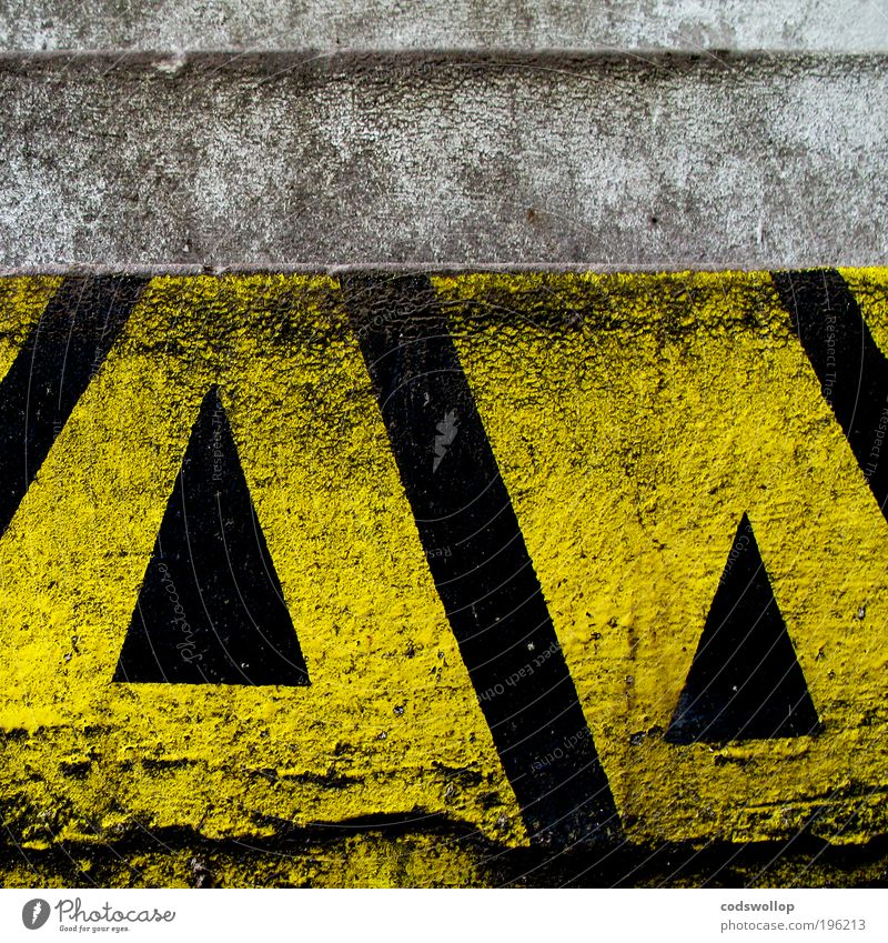 division of the field Wall (barrier) Wall (building) Stairs Facade Sign Yellow Black Identity Arrow Direction Above Clue Warn heraldry Triangle Graphic