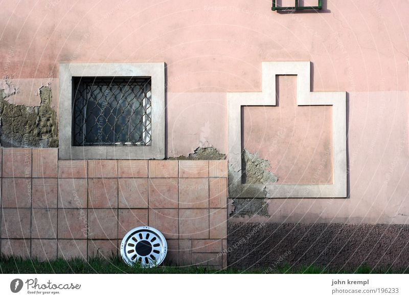 Old Loneliness Street Wall (building) Window Wall (barrier) Building Architecture Pink Road traffic Facade Change Farm Village Tile Trashy