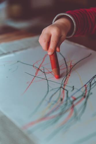 painting hour pencil kita Parenting Education Kindergarten Child Study Children's room Children's drawing Kindergarten teacher Human being Masculine Toddler