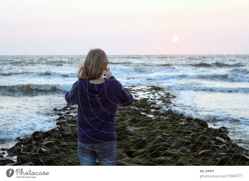 to the horizon Girl 1 Human being 8 - 13 years Child Infancy Take a photo Nature Water Sky Sunrise Sunset Sunlight Climate Weather Beautiful weather Wind Waves