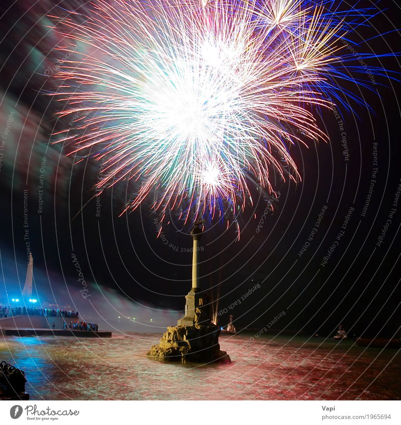 Holiday fireworks Joy Night life Entertainment Party Event Feasts & Celebrations Christmas & Advent New Year's Eve Shows Water Sky Night sky Bay Lake River