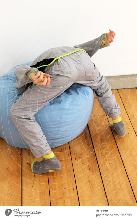 Just put your head in the bag. Flat (apartment) Room Parenting Kindergarten Child Boy (child) Life Head Bottom 1 Human being 3 - 8 years Infancy Sack beanbag