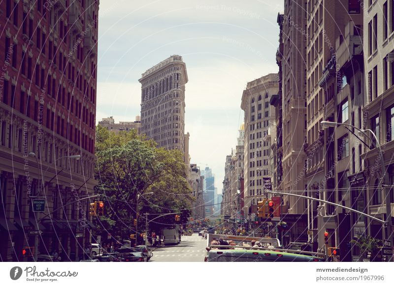 Flatiron Building Downtown House (Residential Structure) High-rise Hip & trendy Tall New York City Americas Road traffic Bus Traffic light Colour photo