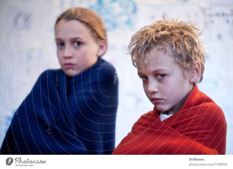 121 [Blue and Red I] Children's game Parenting Boy (child) Brothers and sisters Infancy Human being 3 - 8 years 8 - 13 years Blonde Curl Fight Looking Playing