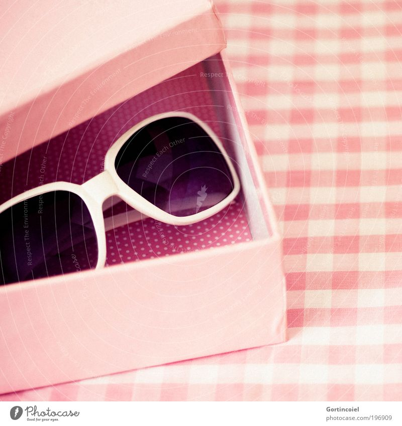 Beautiful Red Summer Colour Feminine Pink Design Decoration Corner Retro Eyeglasses Rock'n'Roll Kitsch Point Crate Sunglasses