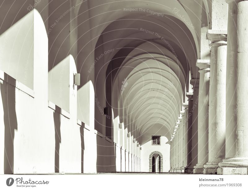 archway Lifestyle Culture Capital city Deserted Palace Tunnel Manmade structures Building Architecture Wall (barrier) Wall (building) Facade Tourist Attraction