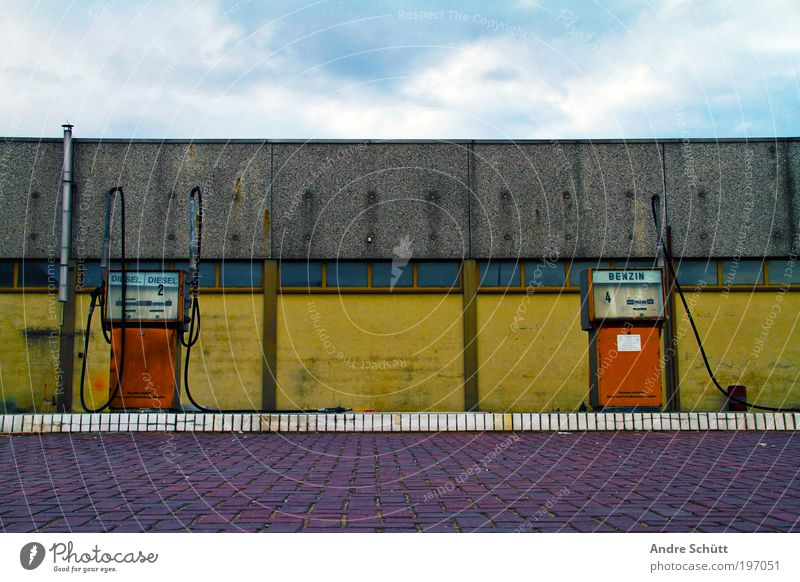 Old Blue Yellow Wall (building) Building Wall (barrier) Facade Transport Manmade structures Derelict Decline Oil Raw materials and fuels Climate change Hideous Industrial plant