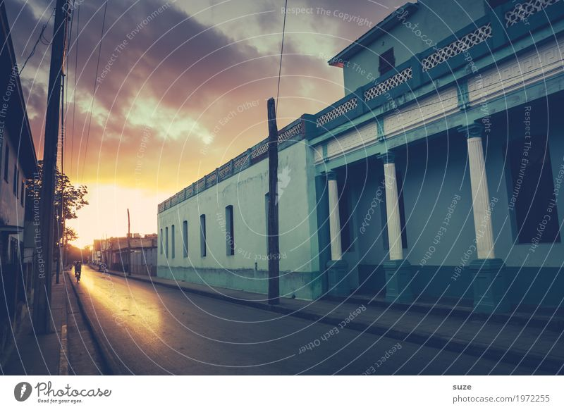 Sun Salutation in Trinidad Calm Vacation & Travel City trip House (Residential Structure) Decoration Culture Clouds Town Outskirts Facade Street Old Historic