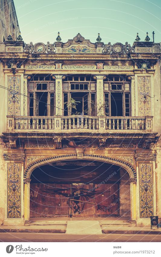 piece of jewellery Calm Vacation & Travel City trip House (Residential Structure) Decoration Art Culture Town Outskirts Old town Facade Balcony Window Historic