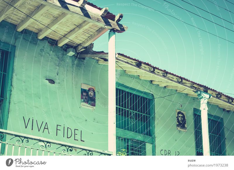 Town House (Residential Structure) Window Graffiti Time Freedom Facade Retro Culture Transience Change Past Symbols and metaphors City trip Cuba Flair
