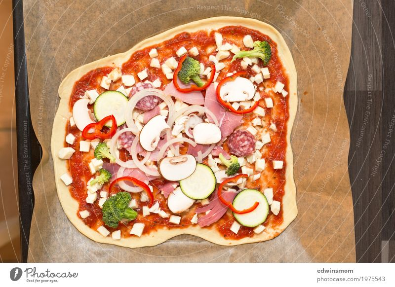 Homemade Pizza Food Sausage Vegetable Dough Baked goods Organic produce Kitchen Baking tray Select Eating Thin Fresh Natural Round Juicy Anticipation To enjoy