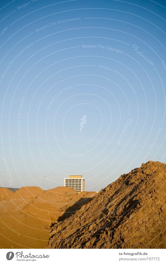 Sky House (Residential Structure) Mountain Warmth Sand Horizon Earth Concrete High-rise Growth Planning Construction site Manmade structures Hill Beach dune