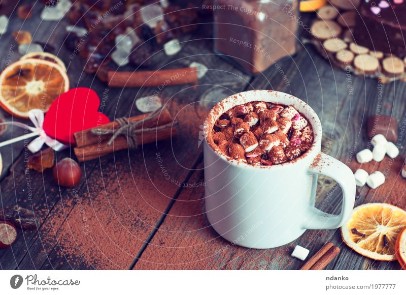 Drink hot chocolate with marshmallows Fruit Dessert Candy Herbs and spices Breakfast Beverage Drinking Hot drink Hot Chocolate Coffee Cup Mug Winter Table Wood