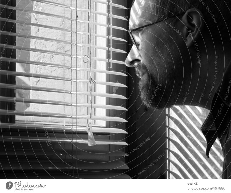 audience rating Human being Masculine Man Adults Head Collar 1 45 - 60 years Wall (barrier) Wall (building) Window Venetian blinds Roller blind Slat blinds