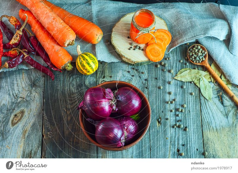 Red onion in a clay bowl among fresh vegetables and spices Vegetable Herbs and spices Nutrition Eating Vegetarian diet Diet Beverage Juice Bowl Spoon Table Wood