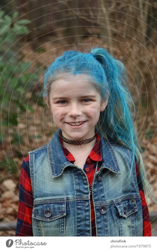 Girl with blue hair Lifestyle Joy Beautiful Body Hair and hairstyles Carnival Child Human being Head 1 3 - 8 years Infancy Punk Blue Multicoloured Hallowe'en