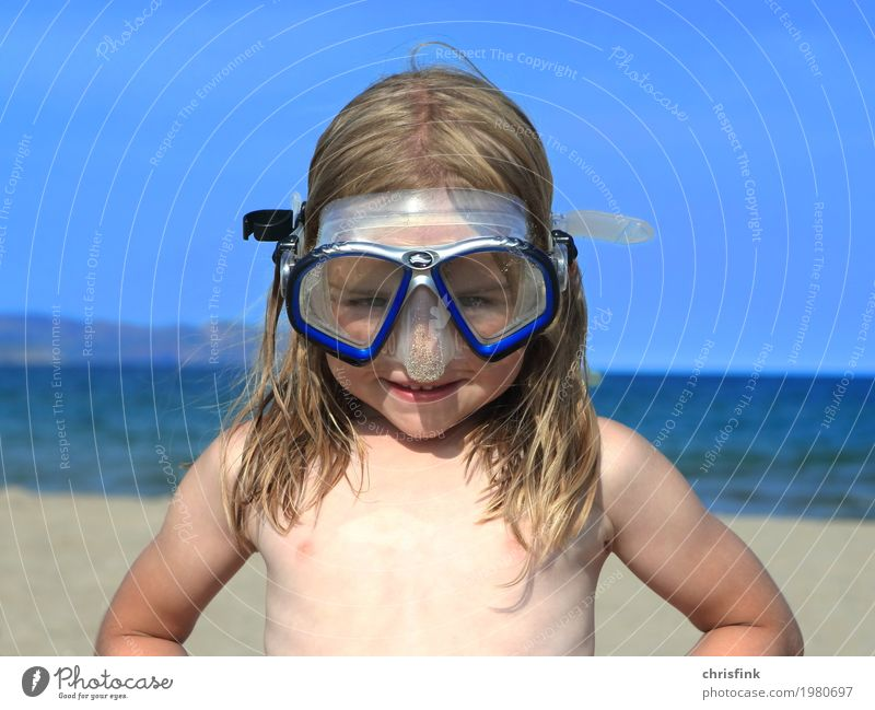 Child with diving goggles on the beach Vacation & Travel Summer Summer vacation Sun Beach Ocean Aquatics Dive Human being Head 1 3 - 8 years Infancy Water