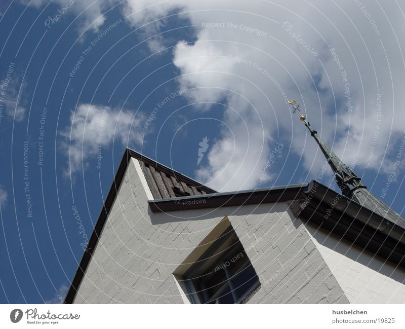 Sky House (Residential Structure) Window Wall (barrier) Religion and faith Architecture Modern Roof Historic Church spire