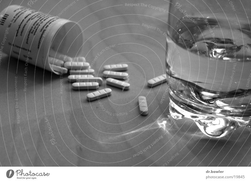 Water Black Glass Alcoholic drinks Medication Pill Headache Death Food Nutrition Overdose