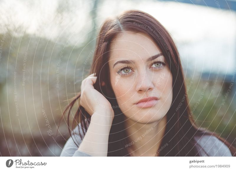 Portrait of a young woman Beautiful Life Human being Feminine Young woman Youth (Young adults) Adults 1 18 - 30 years 30 - 45 years Black-haired Brunette Dream