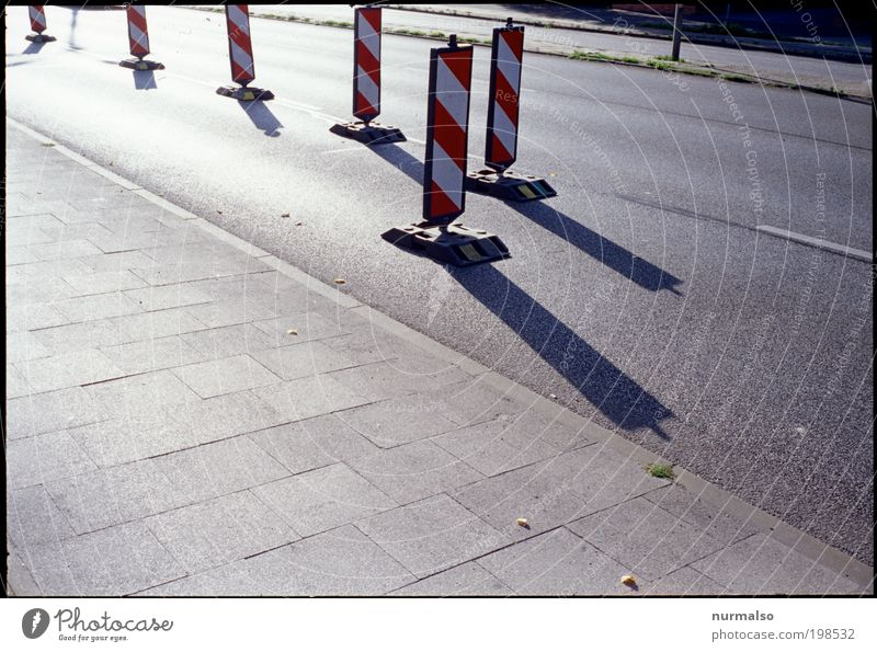 Street Colour Work and employment Environment Signs and labeling Transport Logistics Construction site Accident Sign Services Motoring Barrier Chaos Construction worker Crossroads