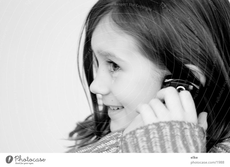 Child Girl To talk Telephone Cellphone To call someone (telephone)