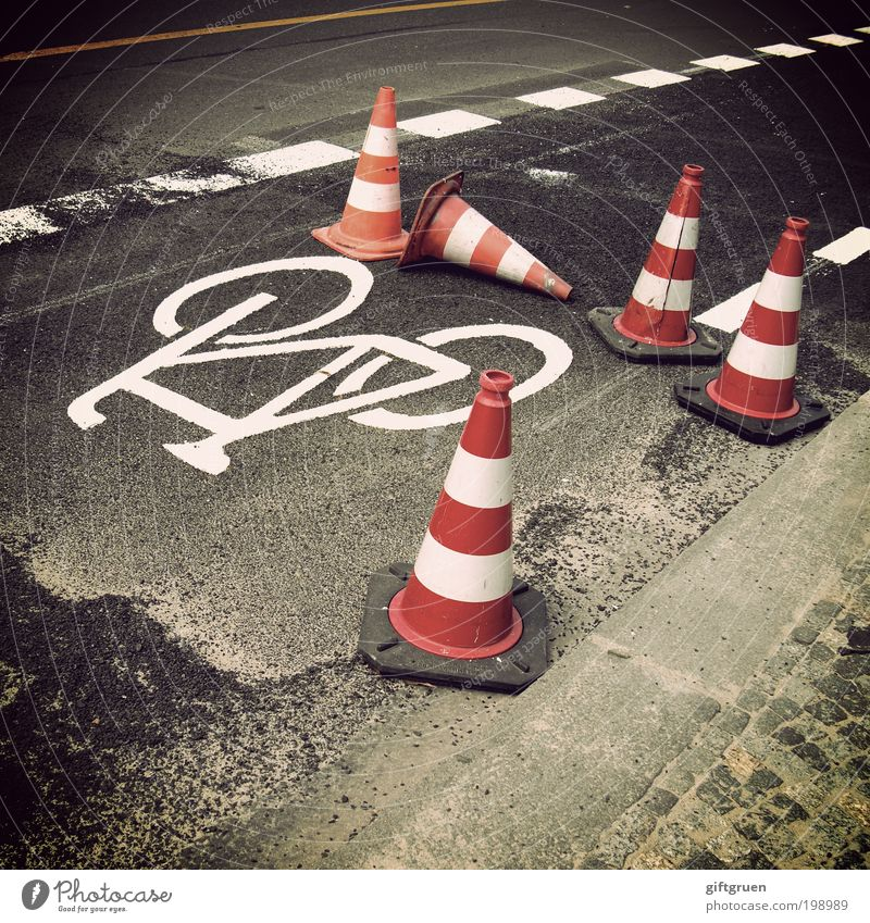 White Red Street Lanes & trails Bicycle Signs and labeling Transport Safety Construction site Stripe Symbols and metaphors Traffic infrastructure Barrier