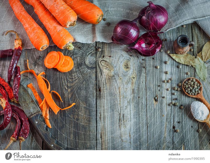 Fresh vegetables carrots and onions Food Vegetable Herbs and spices Nutrition Eating Vegetarian diet Knives Spoon Table Kitchen Wood Old Above Gray Orange Red