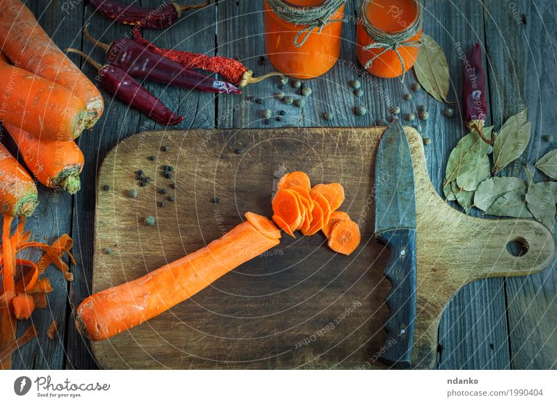 Sliced carrot to prepare juice Food Vegetable Herbs and spices Nutrition Vegetarian diet Diet Beverage Cold drink Juice Glass Knives Table Wood Old Eating