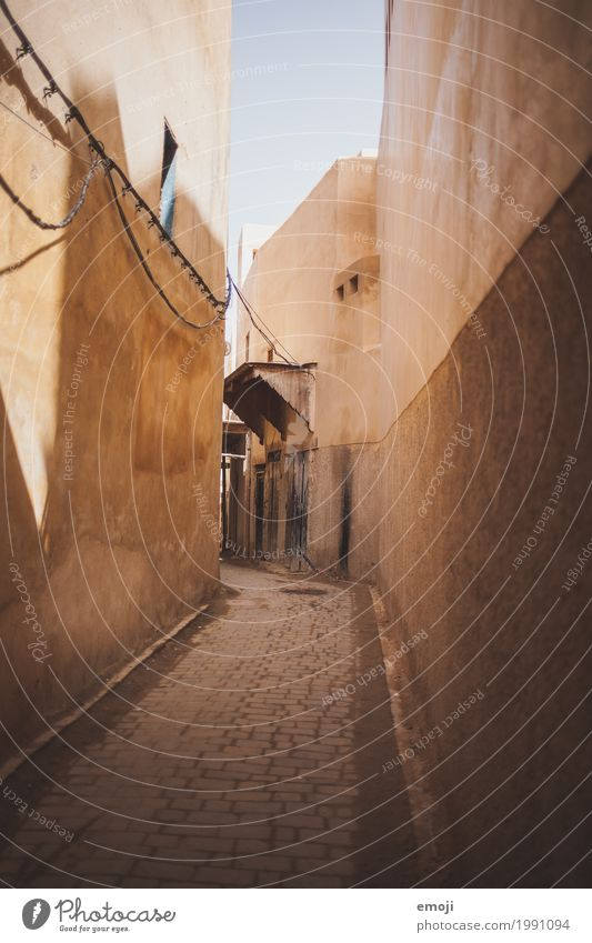 Old House (Residential Structure) Wall (building) Wall (barrier) Facade Poverty Alley Paving stone Beige Sandstone Morocco Cobbled pathway Marrakesh