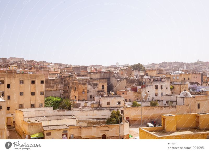 Fès Sky Cloudless sky Summer Beautiful weather Town House (Residential Structure) Wall (barrier) Wall (building) Poverty Warmth Fez Morocco Colour photo
